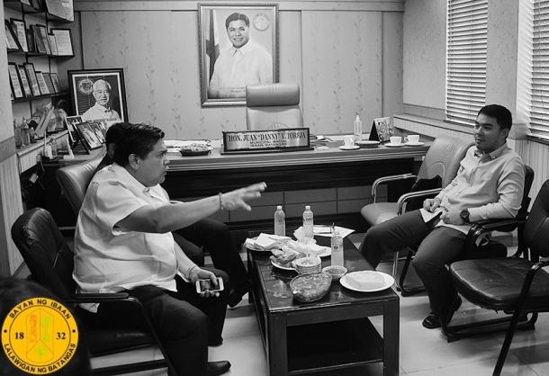 DSWD ASSISTANT SECRETARY ANTONIO HERNANDEZ HINAMON ANG MGA OPISYAL NG IBAAN BATANGAS DENNIS TOREJA PEREZ MAYOR DANNY TOREJA 2